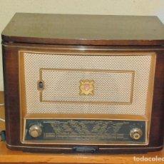 Radios de válvulas: ANTIGUO RADIO-TOCADISCOS PHILIPS HF448A FRANCE AÑOS 50 FUNCIONA. Lote 70399133