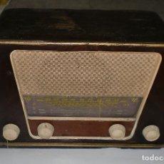 Radios de válvulas: RADIO. INTER BERING. CAJA DE MADERA. VER FOTOS. BUEN ESTADO. Lote 76438755