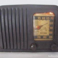 Radios de válvulas: RADIO RCA VICTOR EN BAQUELITA MARRÓN. EN FUNCIONAMIENTO. Lote 77097161