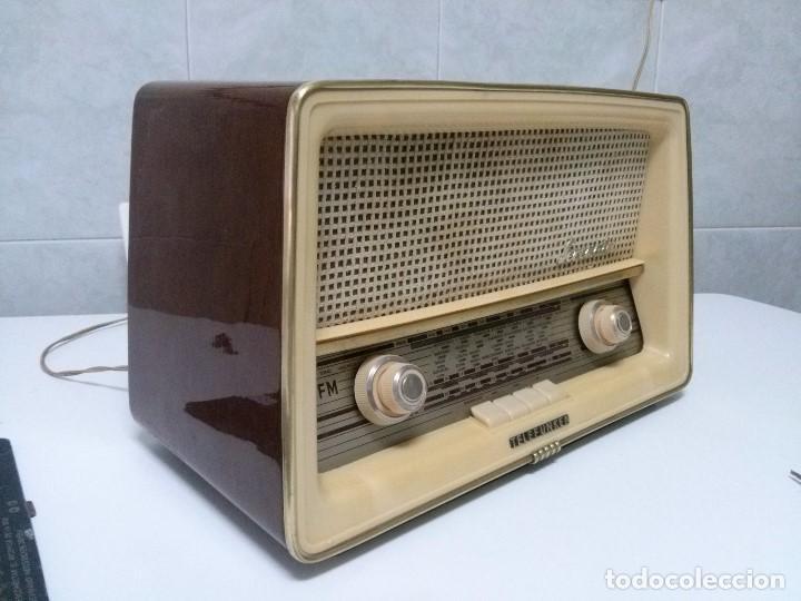 ANTIGUA TELEFUNKEN ESPAÑOLA SERENATA CON FM - 220V - FUNCIONANDO BIEN. VER VÍDEO (Radios, Gramófonos, Grabadoras y Otros - Radios de Válvulas)