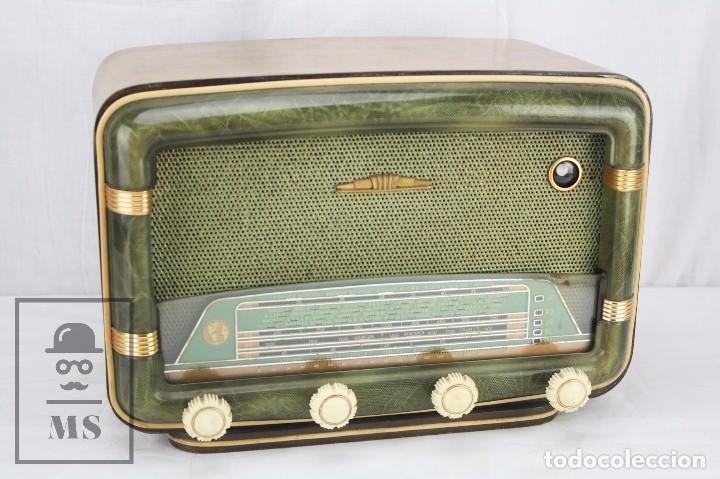 ANTIGUA RADIO DE VÁLVULAS FRANCESA - VERDE, DORADO Y CARCASA DE MADERA - AÑOS 40-50 - RESTAURACIÓN (Radios, Gramófonos, Grabadoras y Otros - Radios de Válvulas)