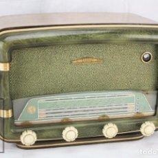 Radios de válvulas: ANTIGUA RADIO DE VÁLVULAS FRANCESA - VERDE, DORADO Y CARCASA DE MADERA - AÑOS 40-50 - RESTAURACIÓN. Lote 80987872