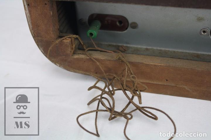 Radios de válvulas: Antigua Radio de Válvulas Francesa - Verde, Dorado y Carcasa de Madera - Años 40-50 - Restauración - Foto 4 - 80987872