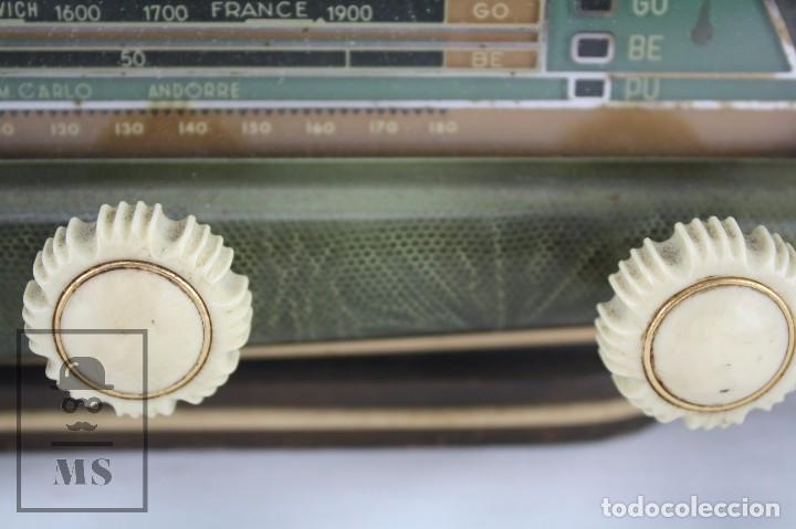 Radios de válvulas: Antigua Radio de Válvulas Francesa - Verde, Dorado y Carcasa de Madera - Años 40-50 - Restauración - Foto 13 - 80987872