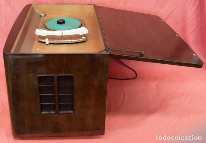 Radios de válvulas: RADIO TOCADISCOS SIEMENS PHONOSUPER K7. FINALES DE LOS AÑOS 50 - Foto 3 - 85045564