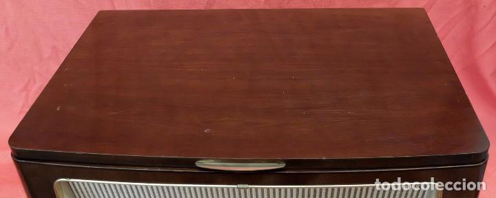 Radios de válvulas: RADIO TOCADISCOS SIEMENS PHONOSUPER K7. FINALES DE LOS AÑOS 50 - Foto 9 - 85045564