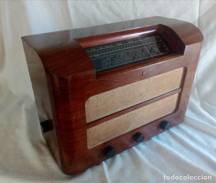 ANTIGUA RADIO PHILIPS ( FABRICADA EN HOLANDA ) FUNCIONANDO. (Radios, Gramófonos, Grabadoras y Otros - Radios de Válvulas)