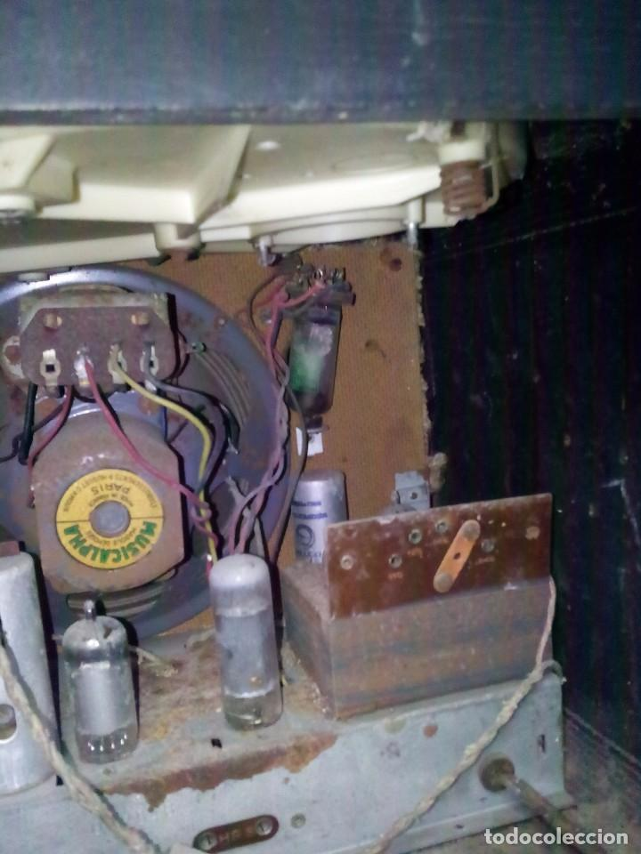 Radios de válvulas: Antigua radio/tocadiscos francesa REELA - Foto 8 - 91188950