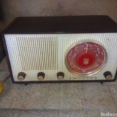 Radios de válvulas: RADIO PHILIPS B2 F 70 U FUNCIONA. Lote 93200110