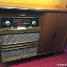Radios de válvulas: MUEBLE RADIO TOCADISCOS VINTAGE PHILIPS MEDIATOR AÑOS 50. Lote 95557031