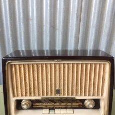 Radios de válvulas: RADIO ANTIGUA A VALVULAS MARCA INVICTA MOD.5472. Lote 95559220