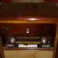 Radios de válvulas: GRAN MUEBLE RADIO TOCADISCOS IBERIA FM AM E - 2114 PARA RESTAURADORES, NO PROBADA - ENVIAR AGENCIA. Lote 95562011