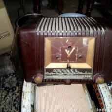 Radios de válvulas: RADIO DE VÁLVULAS CON RELOJ INCORPORADO. Lote 95635928