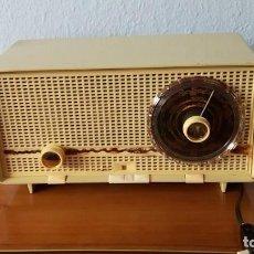 Radios de válvulas: BONITA RADIO ALEMANA PHILIPS PHILITINA 1962/64 FUNCIONANDO MUY BIEN . Lote 95720719