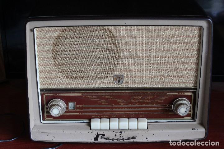 MUY RARA RADIO PHILIPS EN CASTELLANO MODELO B4 E 72 A SINTONIZABA OM OC2 Y OC3, RADIO MUY VINTAGE (Radios, Gramófonos, Grabadoras y Otros - Radios de Válvulas)