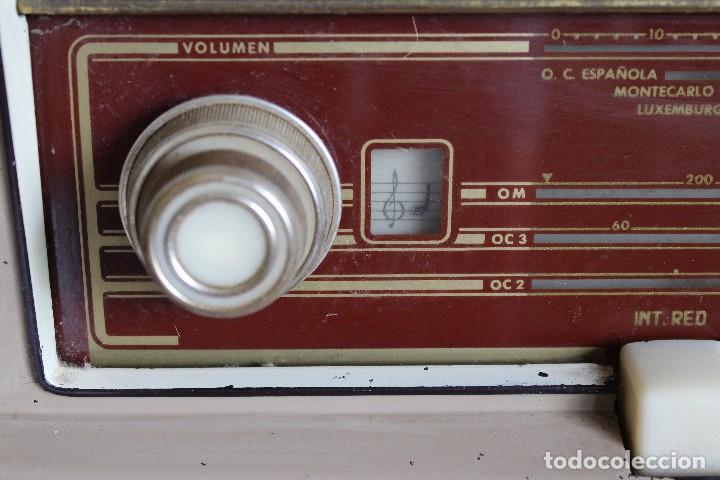 Radios de válvulas: MUY RARA RADIO PHILIPS EN CASTELLANO MODELO B4 E 72 A SINTONIZABA OM OC2 Y OC3, RADIO MUY VINTAGE - Foto 3 - 97349535