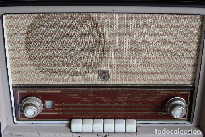 Radios de válvulas: MUY RARA RADIO PHILIPS EN CASTELLANO MODELO B4 E 72 A SINTONIZABA OM OC2 Y OC3, RADIO MUY VINTAGE - Foto 4 - 97349535