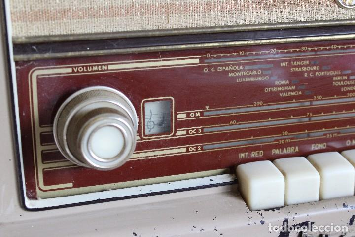 Radios de válvulas: MUY RARA RADIO PHILIPS EN CASTELLANO MODELO B4 E 72 A SINTONIZABA OM OC2 Y OC3, RADIO MUY VINTAGE - Foto 5 - 97349535