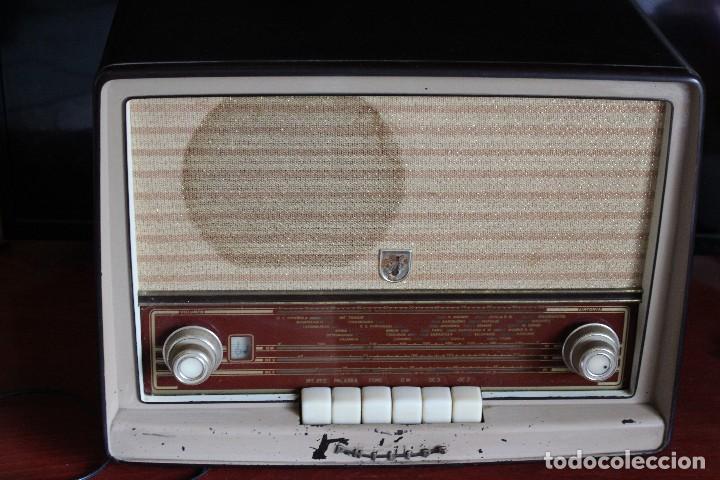 Radios de válvulas: MUY RARA RADIO PHILIPS EN CASTELLANO MODELO B4 E 72 A SINTONIZABA OM OC2 Y OC3, RADIO MUY VINTAGE - Foto 9 - 97349535