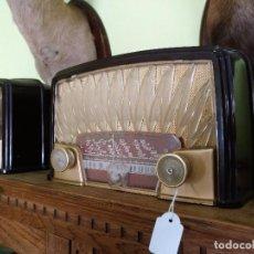 Radios de válvulas: ANTIGUA RADIO PHILIPS EN BAQUELITA FUNCIONANDO PERFECTAMENTE.. Lote 97590683