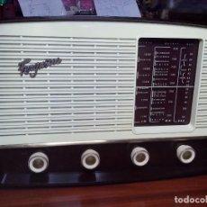 Radios de válvulas: ANTIGUA RADIO A VALVULAS FERGUSON 621-U CON FM,220V. Lote 97638103