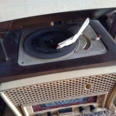 Radios de válvulas: ANTIGUA RADIO TOCADISCOS. Lote 98652056