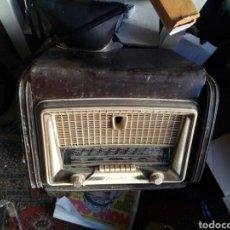 Radios de válvulas: ANTIGUA RADIO TOCADISCOS. Lote 98652206