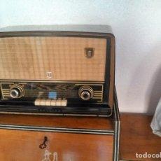 Radios de válvulas: RADIO PHILIPS BE-562-A . Lote 99185923