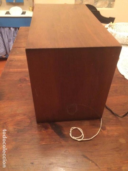 Radios de válvulas: Antigua radio de Valvula marca Rengrena de los años 60 con caja de madera en color claro FUNCIONANDO - Foto 3 - 99870111