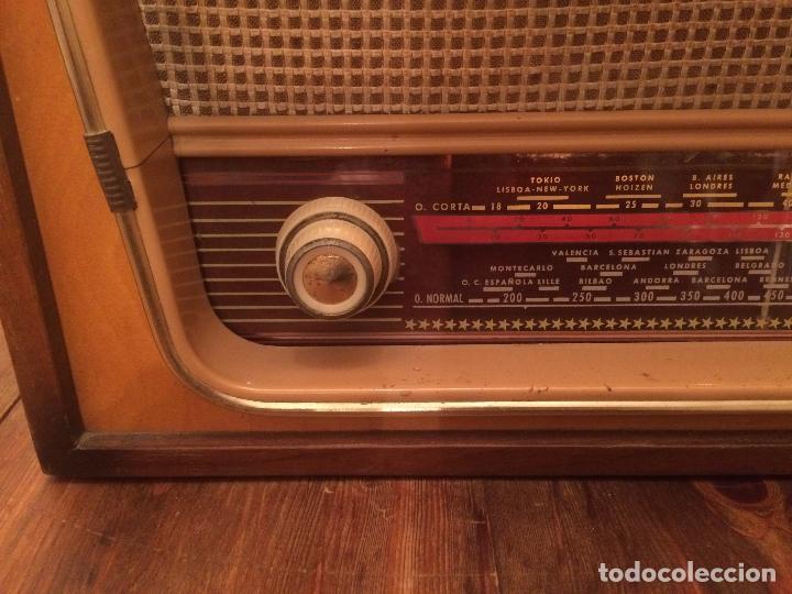 Radios de válvulas: Antigua radio de Valvula marca Rengrena de los años 60 con caja de madera en color claro FUNCIONANDO - Foto 6 - 99870111