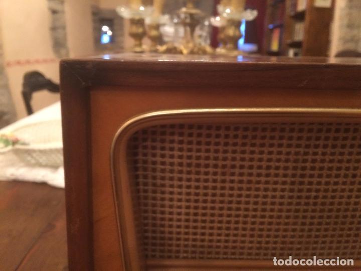 Radios de válvulas: Antigua radio de Valvula marca Rengrena de los años 60 con caja de madera en color claro FUNCIONANDO - Foto 9 - 99870111