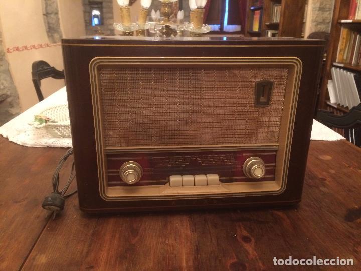 ANTIGUA RADIO DE VALVULA MARCA ASKAR DE LOS AÑOS 50 CON CAJA DE MADERA EN COLOR OSCURO (Radios, Gramófonos, Grabadoras y Otros - Radios de Válvulas)