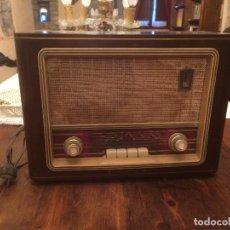 Radios de válvulas: ANTIGUA RADIO DE VALVULA MARCA ASKAR DE LOS AÑOS 50 CON CAJA DE MADERA EN COLOR OSCURO. Lote 99870351