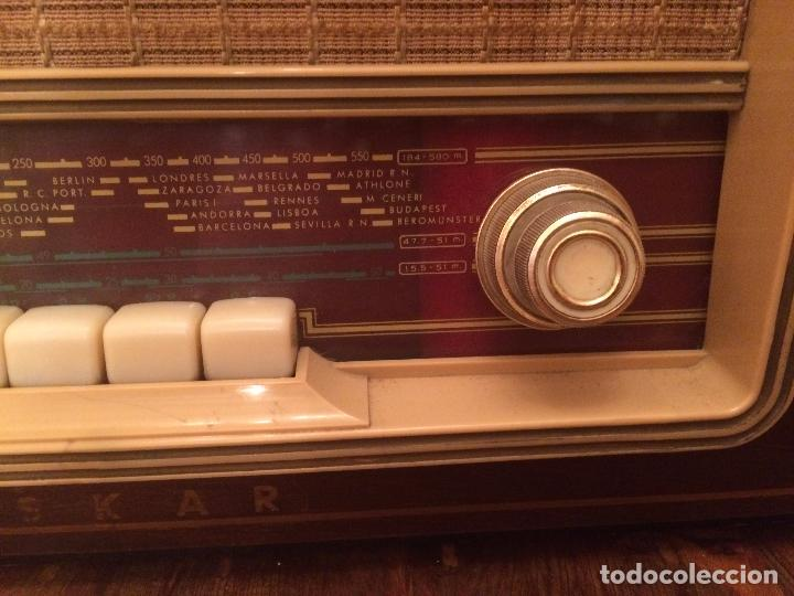 Radios de válvulas: Antigua radio de Valvula marca Askar de los años 50 con caja de madera en color oscuro - Foto 4 - 99870351