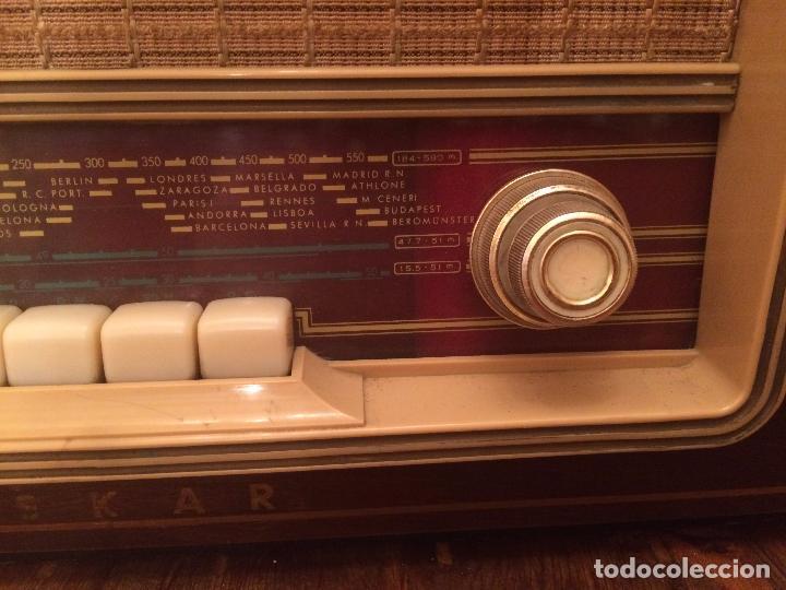 Radios de válvulas: Antigua radio de Valvula marca Askar de los años 50 con caja de madera en color oscuro - Foto 5 - 99870351