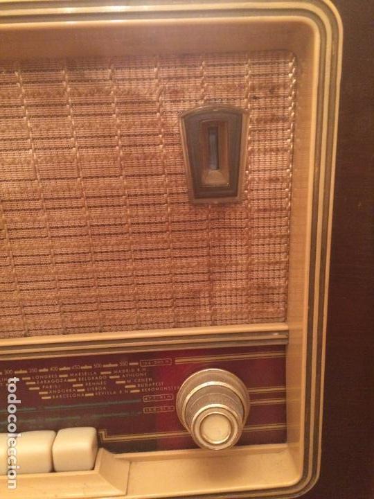 Radios de válvulas: Antigua radio de Valvula marca Askar de los años 50 con caja de madera en color oscuro - Foto 6 - 99870351