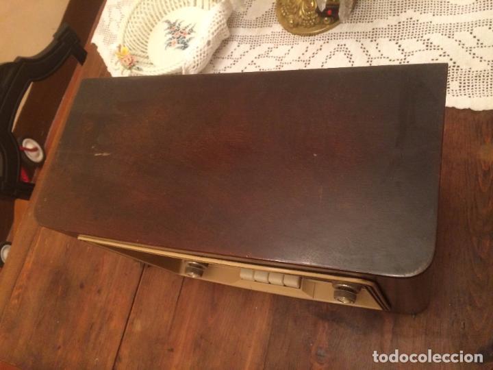 Radios de válvulas: Antigua radio de Valvula marca Askar de los años 50 con caja de madera en color oscuro - Foto 8 - 99870351