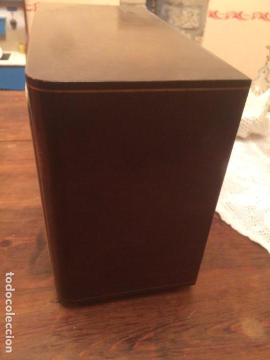 Radios de válvulas: Antigua radio de Valvula marca Askar de los años 50 con caja de madera en color oscuro - Foto 9 - 99870351
