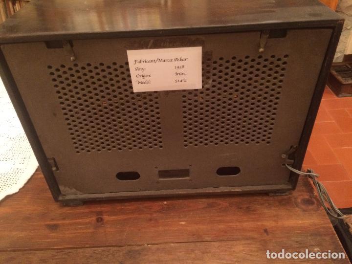 Radios de válvulas: Antigua radio de Valvula marca Askar de los años 50 con caja de madera en color oscuro - Foto 10 - 99870351