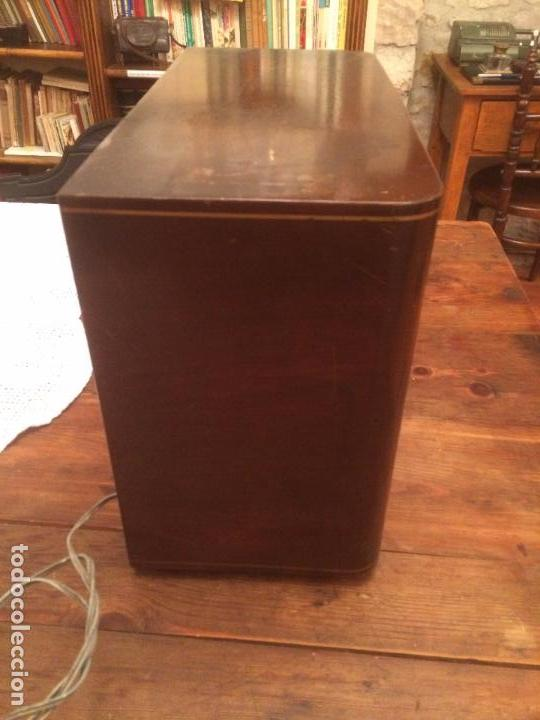 Radios de válvulas: Antigua radio de Valvula marca Askar de los años 50 con caja de madera en color oscuro - Foto 11 - 99870351