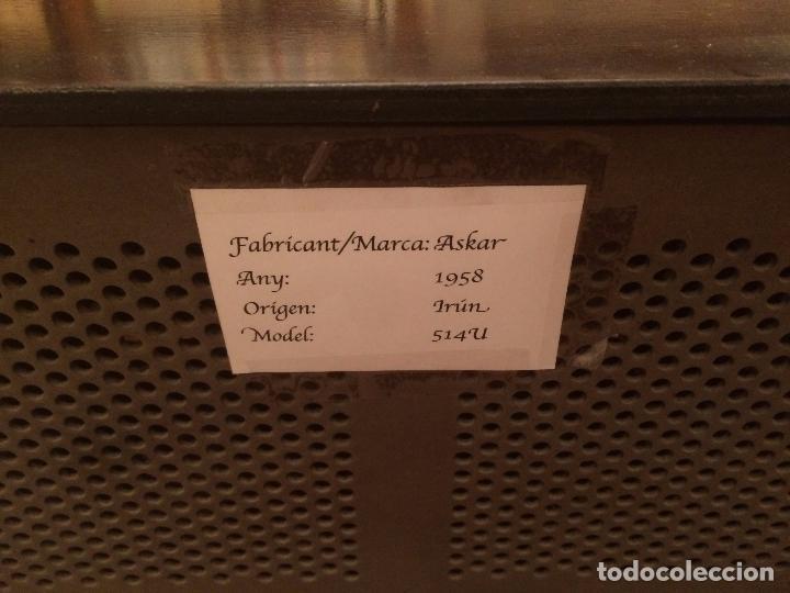 Radios de válvulas: Antigua radio de Valvula marca Askar de los años 50 con caja de madera en color oscuro - Foto 12 - 99870351