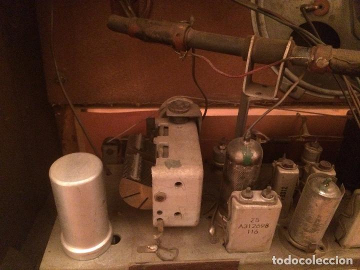 Radios de válvulas: Antigua radio de Valvula marca Askar de los años 50 con caja de madera en color oscuro - Foto 16 - 99870351