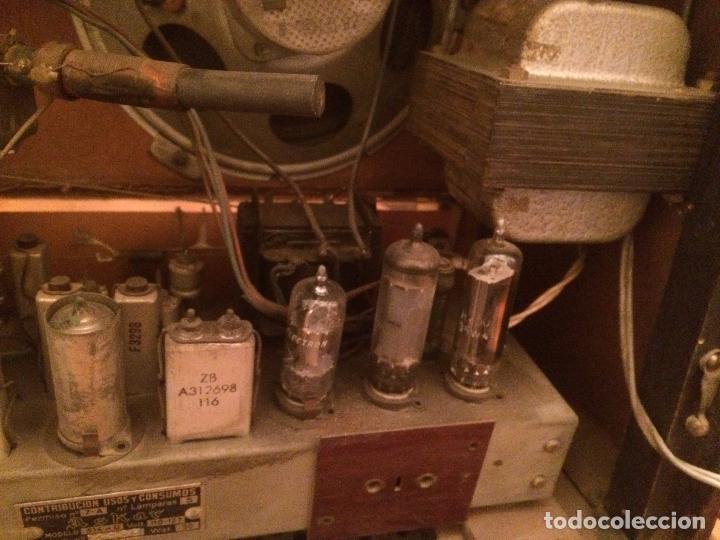 Radios de válvulas: Antigua radio de Valvula marca Askar de los años 50 con caja de madera en color oscuro - Foto 17 - 99870351