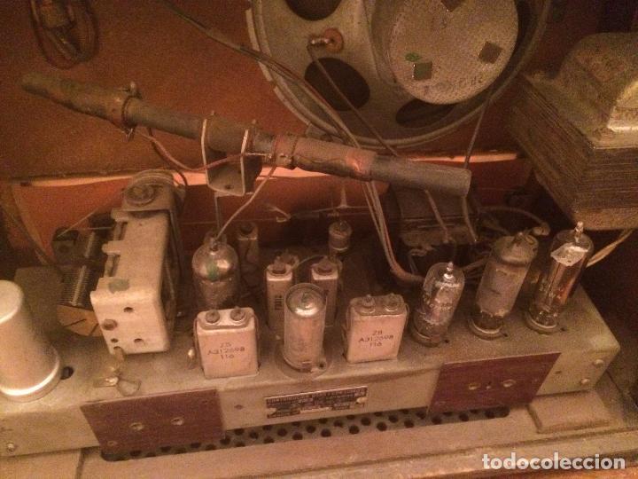 Radios de válvulas: Antigua radio de Valvula marca Askar de los años 50 con caja de madera en color oscuro - Foto 19 - 99870351