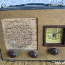 Radios de válvulas: RADIO MALETA - DE MADERA FORRADA DE TELA - SIN PROBAR MUEVE DIAL VÁLVULAS GRANDES . Lote 100770975