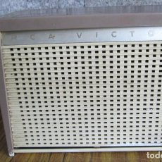 Radios de válvulas: RADIO RCA VICTOR -- DE PLÁSTICO – BAQUELITA. Lote 100771955