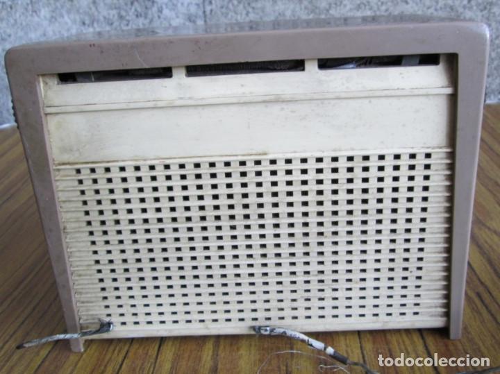 Radios de válvulas: RADIO RCA VICTOR -- De plástico – baquelita - Foto 5 - 100771955