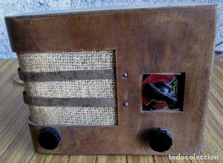 RADIO LANCEL – PARIS -- DE MADERA MUY PEQUEÑA MEDIDAS 20,5 X 16 X 12,5 CM. VÁLVULAS GRANDES (Radios, Gramófonos, Grabadoras y Otros - Radios de Válvulas)