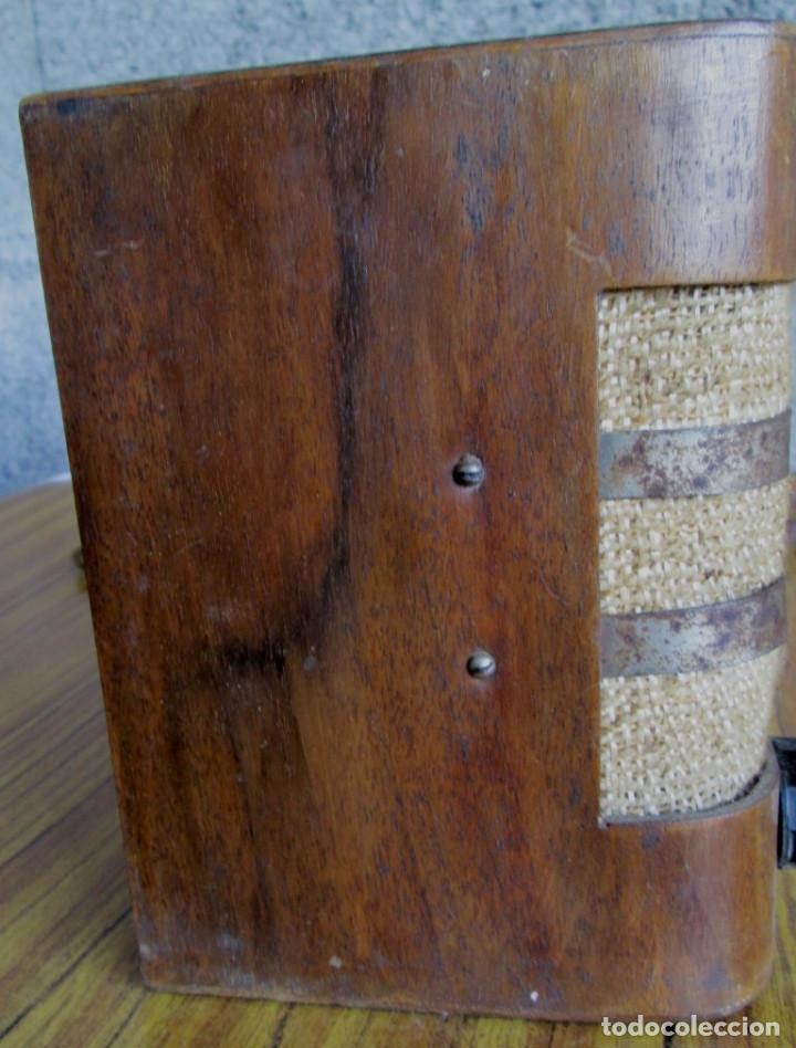 Radios de válvulas: RADIO LANCEL – Paris -- De madera muy pequeña Medidas 20,5 x 16 x 12,5 cm. Válvulas grandes - Foto 3 - 101078431
