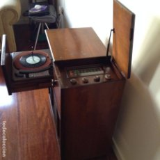 Radios de válvulas: RADIO TOCADISCOS VIKING CANADA 1948. Lote 77581829